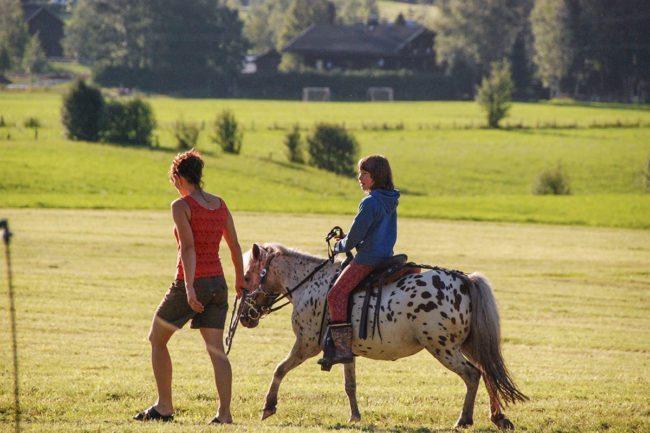 Reiten –Spiel & Spaß beim Hacklbauer –Kinderparadies im Bauernhofurlaub in Altenmarkt, Salzburger Land