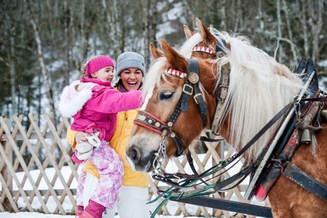 Pferdeschlitten –Spiel & Spaß beim Hacklbauer –Kinderparadies im Bauernhofurlaub in Altenmarkt, Salzburger Land