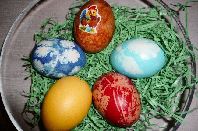 Ostereier färben –Spiel & Spaß beim Hacklbauer –Kinderparadies im Bauernhofurlaub in Altenmarkt, Salzburger Land