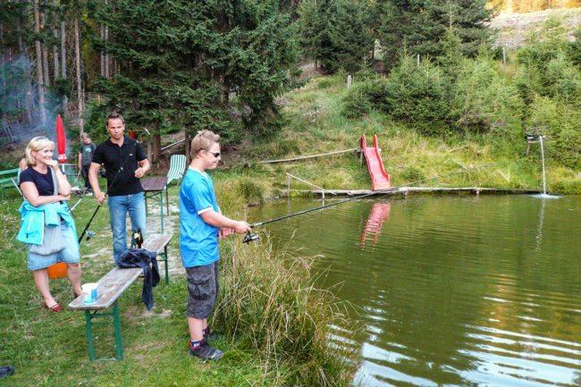 Fischen –Spiel & Spaß beim Hacklbauer –Kinderparadies im Bauernhofurlaub in Altenmarkt, Salzburger Land