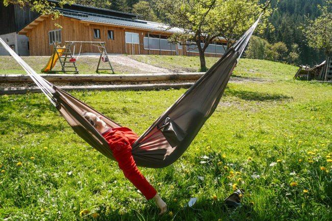 Abhängen –Spiel & Spaß beim Hacklbauer –Kinderparadies im Bauernhofurlaub in Altenmarkt, Salzburger Land